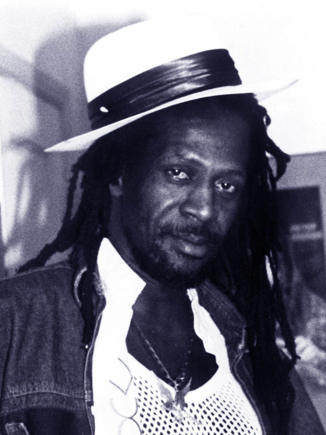 10 ANNI GREGORY ISAACS