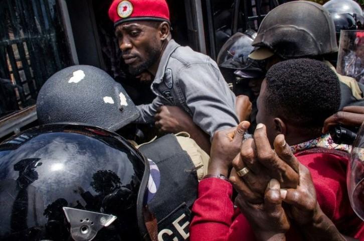 Bobi Wine arrestato brutalmente
